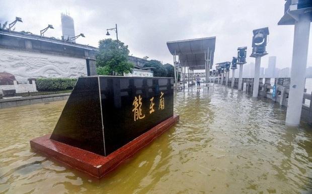 Tình hình nghiêm trọng, Trung Quốc đồng loạt nâng cảnh báo mưa bão, lũ lụt - Ảnh 4.