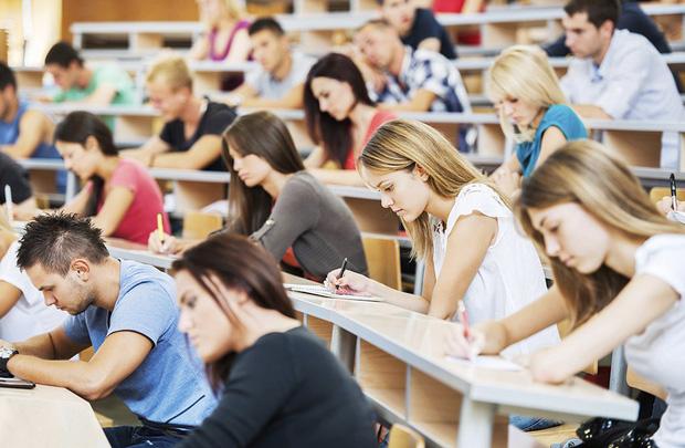Hàng loạt các trường ĐH lớn ở Mỹ như Harvard, Stanford, MIT, New York... lên tiếng về khả năng sinh viên quốc tế bị trục xuất! - Ảnh 1.