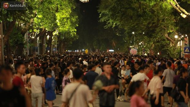 Xây dựng những thành phố không ngủ như thế nào để phát triển nền kinh tế ban đêm ở Việt Nam? - Ảnh 2.