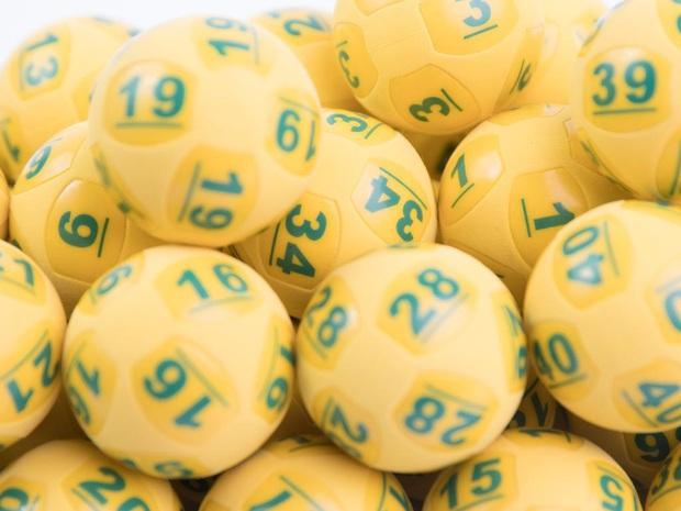 Người phụ nữ bí ẩn trong lần đầu tiên chơi xổ số đã trúng ngay giải thưởng trị giá hơn 1000 tỷ đồng - Ảnh 1.