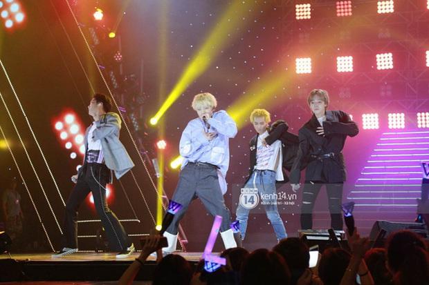 Khi sao Kpop diễn tại Việt Nam: HyunA, iKON, WINNER gây nức lòng fan Việt, Super Junior làm nổ tung sân khấu và còn nhiều hơn thế - Ảnh 26.