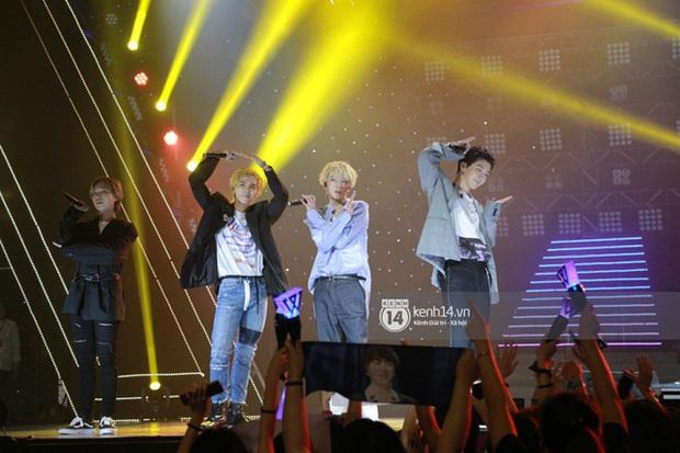 Khi sao Kpop diễn tại Việt Nam: HyunA, iKON, WINNER gây nức lòng fan Việt, Super Junior làm nổ tung sân khấu và còn nhiều hơn thế - Ảnh 25.