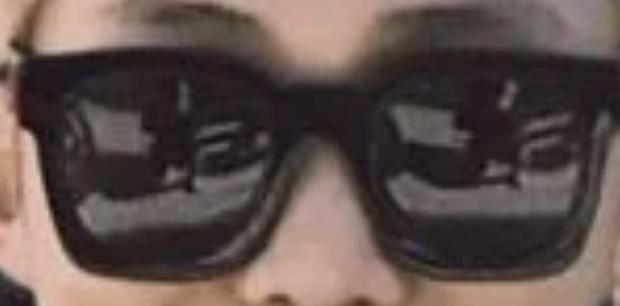 6 lần fan soi được bí mật của BTS qua ảnh phản chiếu: Soi bát inox ra người cởi trần, tủ lạnh tiết lộ danh tính - Ảnh 6.