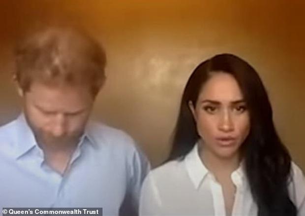 Xuất hiện cùng vợ và đưa ra nhận xét động chạm Nữ hoàng, Harry khiến người hâm mộ và cả các chuyên gia phải choáng váng - Ảnh 1.