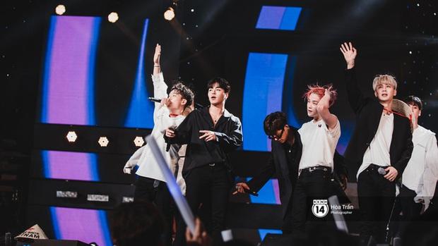 Khi sao Kpop diễn tại Việt Nam: HyunA, iKON, WINNER gây nức lòng fan Việt, Super Junior làm nổ tung sân khấu và còn nhiều hơn thế - Ảnh 34.