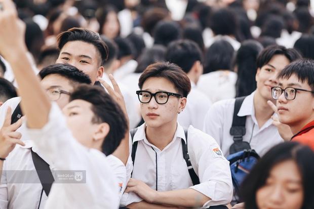 Dàn cực phẩm trai xinh gái đẹp Việt Đức (Hà Nội) nổi bần bật, chiếm spotlight ngày bế giảng - Ảnh 12.