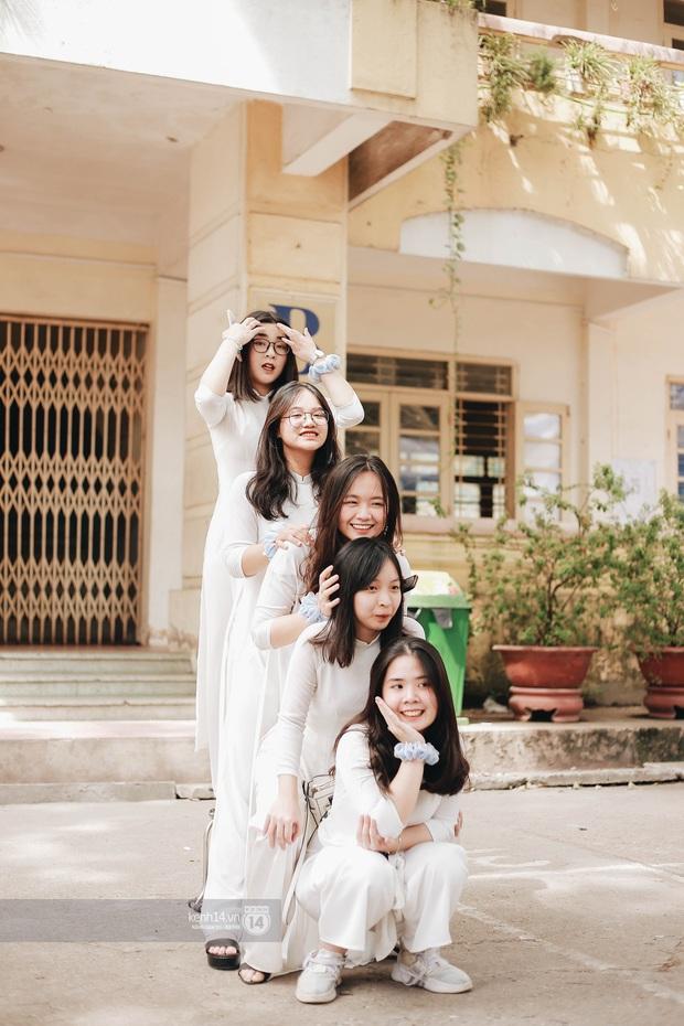 Dàn cực phẩm trai xinh gái đẹp Việt Đức (Hà Nội) nổi bần bật, chiếm spotlight ngày bế giảng - Ảnh 4.