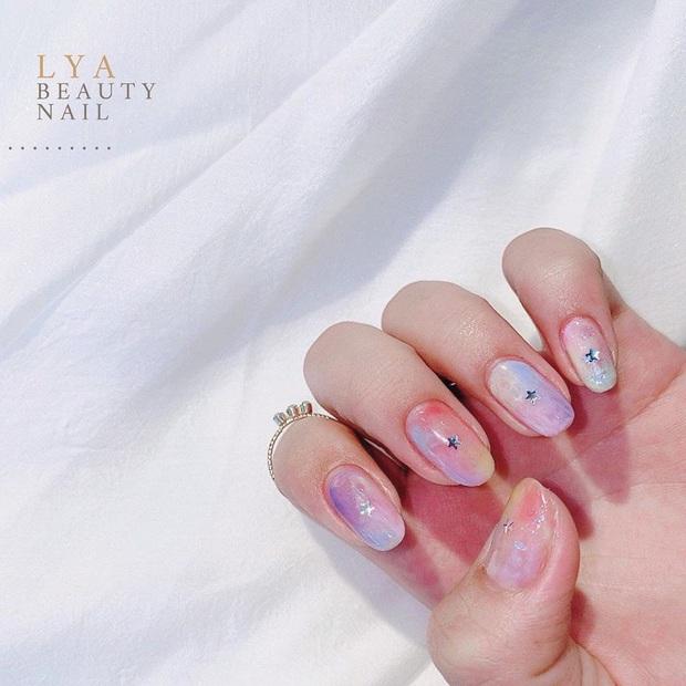 """Đi đâu cũng gặp """"nail Black Pink"""", đỉnh nhất là mẫu nail vuông lì giống Lisa nàng nào cũng muốn bắt chước - Ảnh 16."""