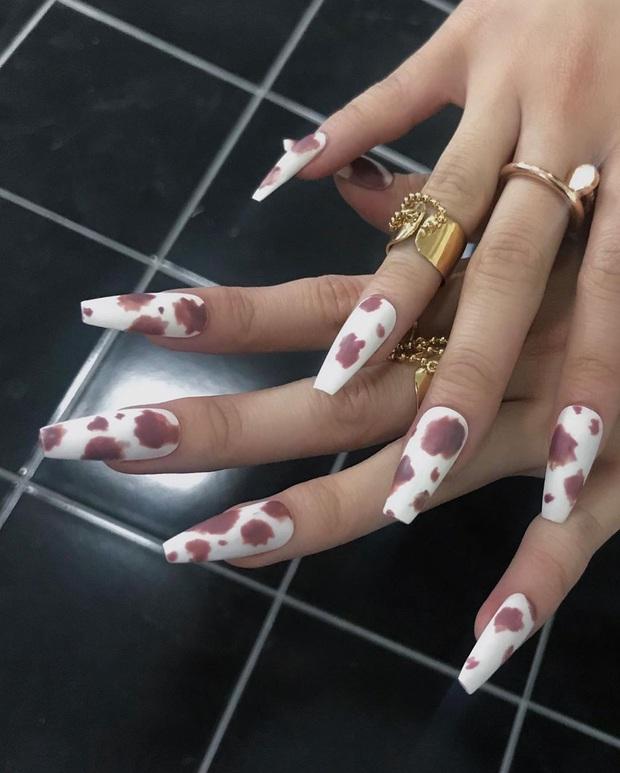 """Đi đâu cũng gặp """"nail Black Pink"""", đỉnh nhất là mẫu nail vuông lì giống Lisa nàng nào cũng muốn bắt chước - Ảnh 23."""