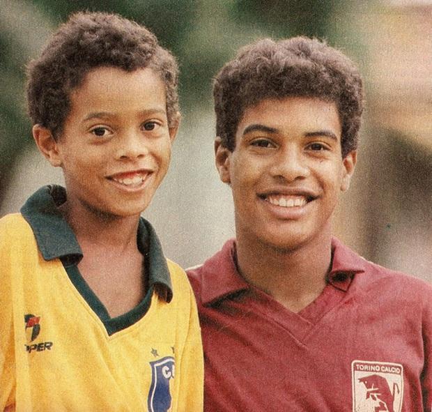 Chân dung ông anh quý hóa của huyền thoại Ronaldinho, người đã đưa cả hai anh em vào tù - Ảnh 1.