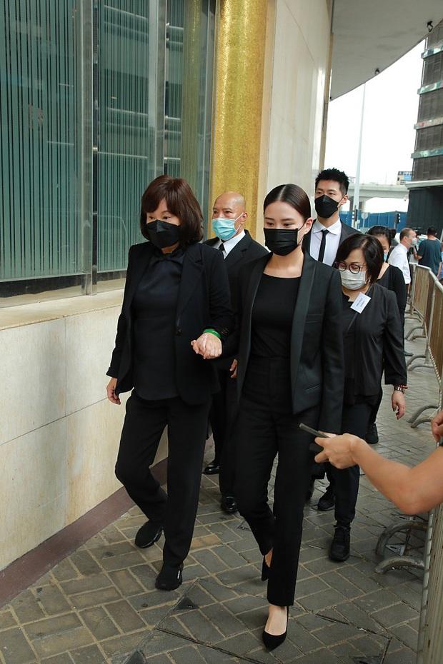 Tang lễ trùm sòng bạc Macau ngày 2: Vợ chồng Ming Xi thất thần, cả gia tộc chìm trong buồn bã, hàng loạt nhân vật tai to mặt lớn xuất hiện - Ảnh 2.