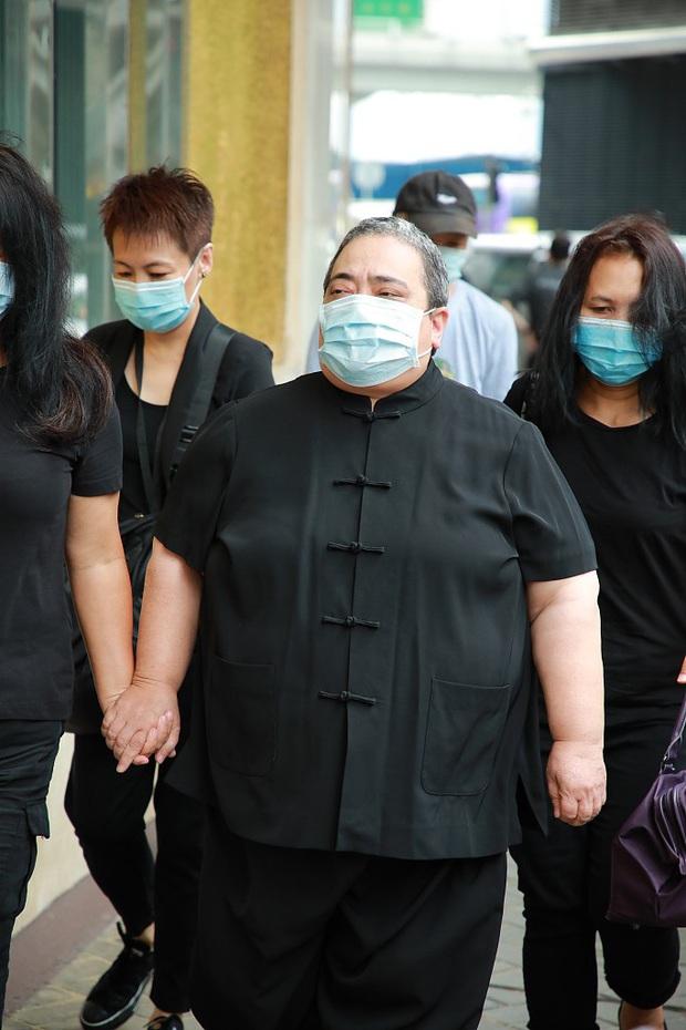Tang lễ trùm sòng bạc Macau ngày 2: Vợ chồng Ming Xi thất thần, cả gia tộc chìm trong buồn bã, hàng loạt nhân vật tai to mặt lớn xuất hiện - Ảnh 6.