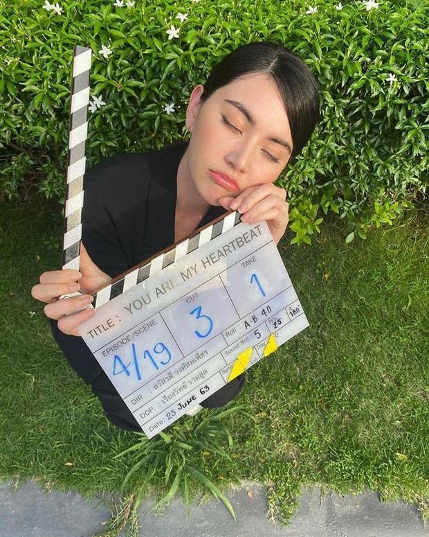 Mùa Hè Của Hồ Ly bản Thái tung loạt ảnh đầu tiên: Dượng Chat siêu bảnh tỏn, nữ chính sang chảnh hơn hẳn bản gốc - Ảnh 4.