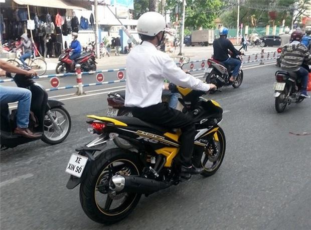 Từ 1/8, sinh viên ngoại tỉnh không được đăng ký xe biển Hà Nội, TPHCM? - Ảnh 1.
