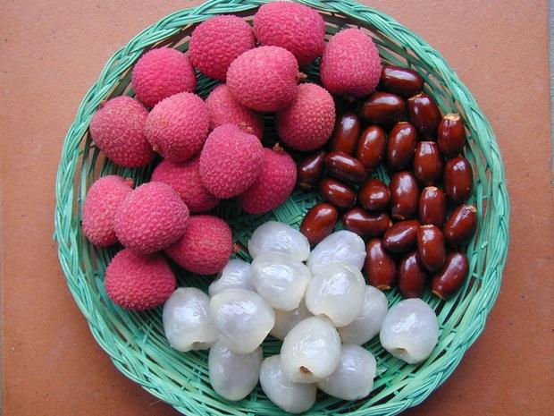 Ăn nhiều trái cây vào mùa hè rất tốt cho sức khỏe nhưng có 6 loại cần đặc biệt chú ý khi ăn, lỡ ăn nhiều có thể bị đau họng, đầy hơi, mọc mụn, dị ứng - Ảnh 2.