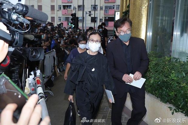 Tang lễ trùm sòng bạc Macau ngày 2: Vợ chồng Ming Xi thất thần, cả gia tộc chìm trong buồn bã, hàng loạt nhân vật tai to mặt lớn xuất hiện - Ảnh 14.