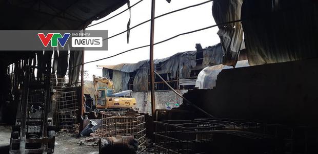 Có dấu hiệu sản xuất trái phép hóa chất tại kho hàng bị cháy ở Long Biên - Ảnh 12.