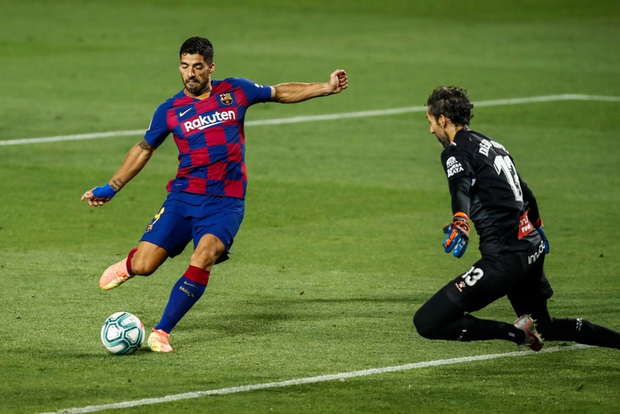 Messi và Barca nhọc nhằn đánh bại kẻ thù không đội trời chung trong trận cầu có số thẻ đỏ nhiều hơn bàn thắng - Ảnh 4.
