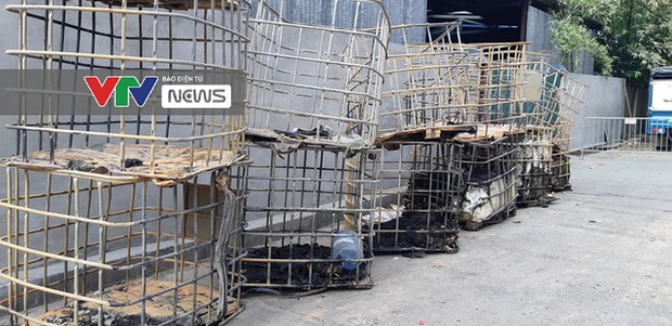Có dấu hiệu sản xuất trái phép hóa chất tại kho hàng bị cháy ở Long Biên - Ảnh 6.