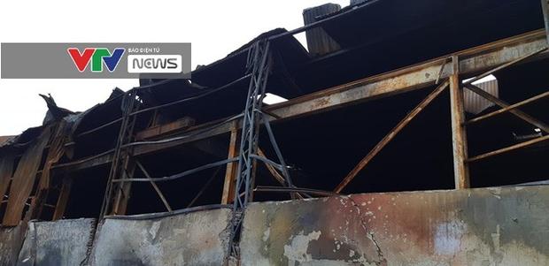 Có dấu hiệu sản xuất trái phép hóa chất tại kho hàng bị cháy ở Long Biên - Ảnh 11.