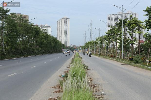 Ảnh: Rác thải ngập ngụa, kính vỡ nằm ngổn ngang bẫy người đi đường trên đại lộ gần 1.500 tỷ đồng - Ảnh 2.