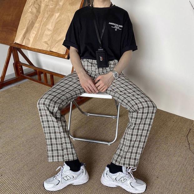 """Chỉ với chiếc áo phông cơ bản, các chàng trai có thể """"chế cháo"""" được nhiều outfit bảnh tỏn hết nấc - Ảnh 5."""