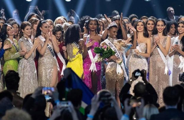 Miss Universe 2020 chính thức thông báo hoãn thi, Khánh Vân phải chờ đến năm sau: Nguyên nhân là gì? - Ảnh 2.