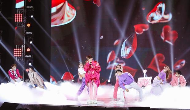 Minh Hằng lâu lắm mới đi hát trở lại, Uyên Linh khoe giọng hát nổi da gà: 2 nữ nghệ sĩ chặt đẹp màn trình diễn của các đồng nghiệp nam! - Ảnh 10.