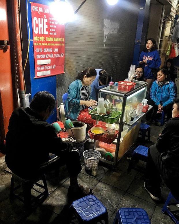 Hàng trứng đánh kem giữa phố cổ Hà Nội hơn 30 năm vẫn vẹn nguyên hương vị, không lúc nào vãn khách - Ảnh 1.