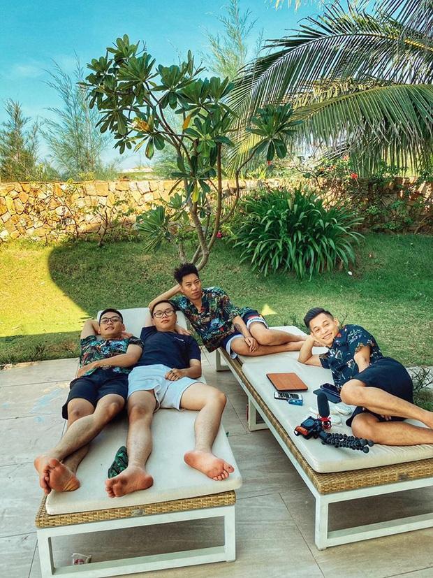 Soi ảnh hội anh em Độ Mixi khi du lịch: Tộc trưởng check-in kiểu Cao Bằng, trai trẻ lại vô cùng chanh sả - Ảnh 5.