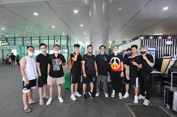 Soi ảnh hội anh em Độ Mixi khi du lịch: Tộc trưởng check-in kiểu Cao Bằng, trai trẻ lại vô cùng chanh sả - Ảnh 1.