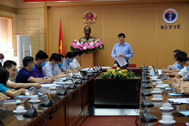 Quyền Bộ trưởng Bộ Y tế: Tránh việc môi trường ô nhiễm sẽ tạo thành ổ siêu lây nhiễm tại Bệnh viện Đà Nẵng - Ảnh 1.