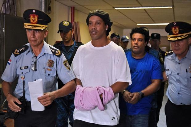 Ronaldinho sắp được trả tự do sau gần 5 tháng bị ngồi tù và quản thúc tại Paraguay - Ảnh 1.