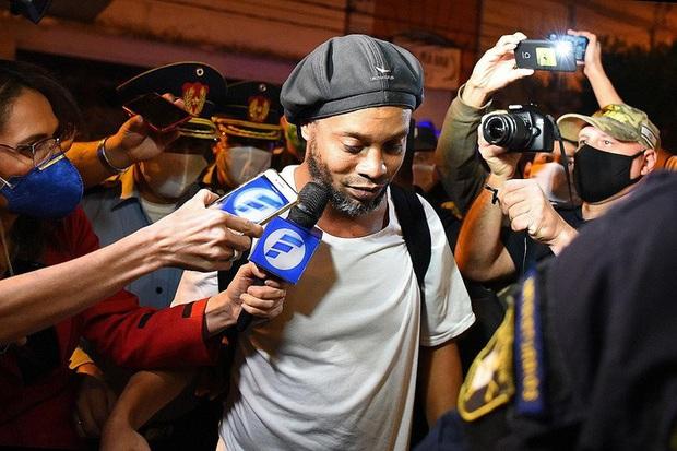 Ronaldinho sắp được trả tự do sau gần 5 tháng bị ngồi tù và quản thúc tại Paraguay - Ảnh 2.