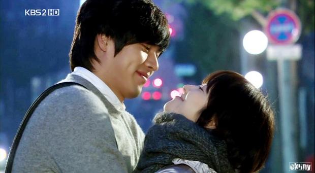 Loạt khoảng khắc ngọt mê mẩn của Song Hye Kyo - Hyun Bin ở phim cũ gần 10 năm trước - Ảnh 10.