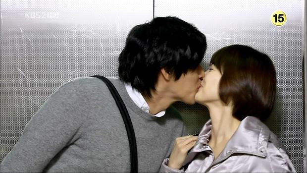 Loạt khoảng khắc ngọt mê mẩn của Song Hye Kyo - Hyun Bin ở phim cũ gần 10 năm trước - Ảnh 5.