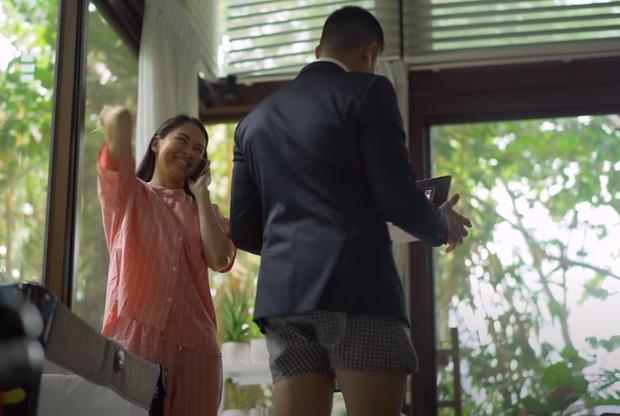 Khoảnh khắc dìm hàng nhau của gia đình mỹ nhân đẹp nhất Philippines: Vợ mặc nguyên bộ đồ ngủ, chồng thì trên vest chỉnh tề dưới lại diện quần đùi - Ảnh 1.