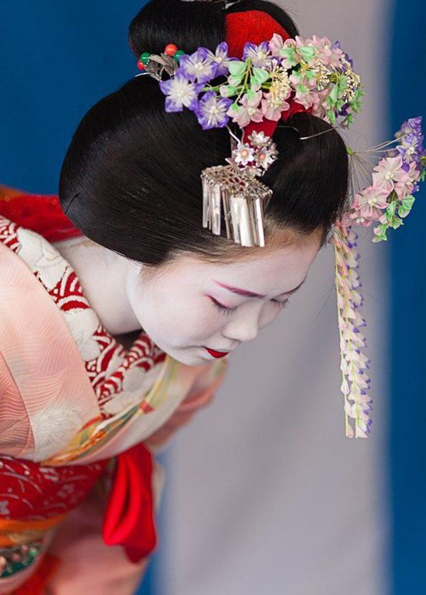 Hội chứng Geisha ở Nhật: Khi phụ nữ trở thành người phục tùng đàn ông, làm hài lòng người đối diện và không có tiếng nói ngoài góc bếp - Ảnh 3.