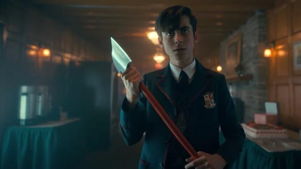 The Umbrella Academy 2: Xoáy sâu vào nạn phân biệt chủng tộc và LGBT, hài hước, sâu cay hơn hẳn phần 1!  - Ảnh 3.