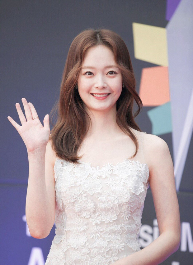 Cuối cùng Jeon So Min đã dính tin đồn hẹn hò sau nhiều năm chăm rắc thính, đối tượng là tài tử siêu phẩm Kingdom? - Ảnh 3.