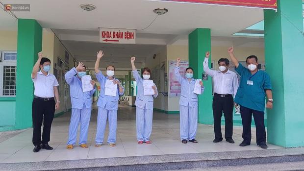 Tin vui: 4 bệnh nhân Covid-19 ở Đà Nẵng được công bố khỏi bệnh, xuất viện về nhà - Ảnh 1.