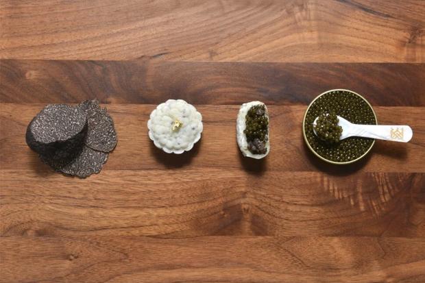 Lộ diện 1 trong những chiếc bánh Trung thu lạ nhất thế giới năm nay: nhân trứng cá tầm và nấm truffle - Ảnh 2.