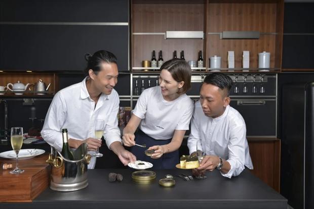 Lộ diện 1 trong những chiếc bánh Trung thu lạ nhất thế giới năm nay: nhân trứng cá tầm và nấm truffle - Ảnh 3.