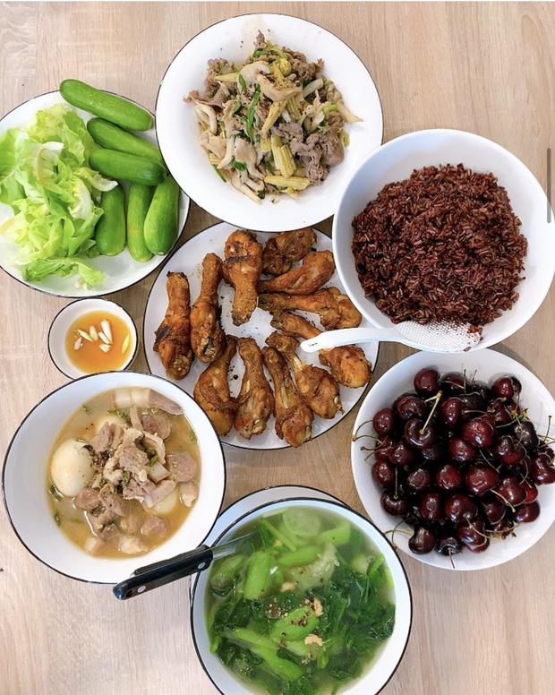 Bắt trend khoe loạt mâm cơm tự nấu, gái đảm HHen Niê khiến dân tình mắt tròn mắt dẹt về khả năng bếp núc - Ảnh 1.
