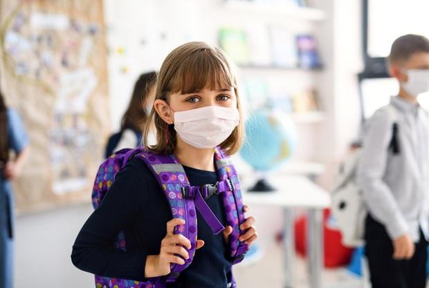 97.000 trẻ mắc Covid-19 trong 2 tuần khi Mỹ rục rịch mở lại trường học - Ảnh 1.