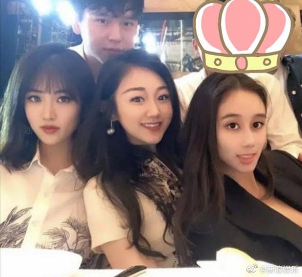 Bữa tiệc khiến cả Cbiz choáng: Gái út trùm sòng bạc tụ tập cùng tiểu thư Huawei, con trai Trần Khải Ca cũng góp mặt - Ảnh 2.