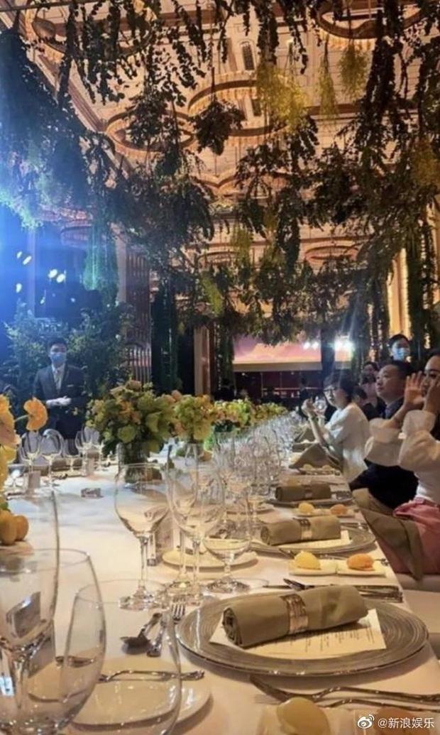Bữa tiệc khiến cả Cbiz choáng: Gái út trùm sòng bạc tụ tập cùng tiểu thư Huawei, con trai Trần Khải Ca cũng góp mặt - Ảnh 4.