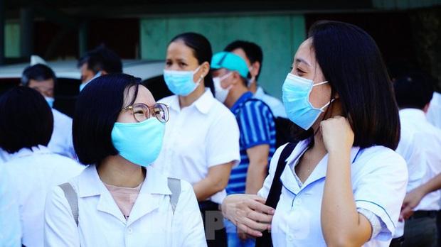 40 bác sĩ, điều dưỡng Huế xuất quân chi viện Đà Nẵng chống dịch COVID-19 - Ảnh 1.