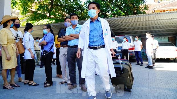 40 bác sĩ, điều dưỡng Huế xuất quân chi viện Đà Nẵng chống dịch COVID-19 - Ảnh 3.