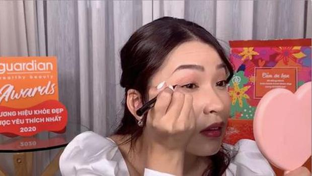 Loạt tips makeup siêu đơn giản mà xịn sò của Linh Trương TheMakeaholics, note ngay để học tập nhé các nàng xinh - Ảnh 2.
